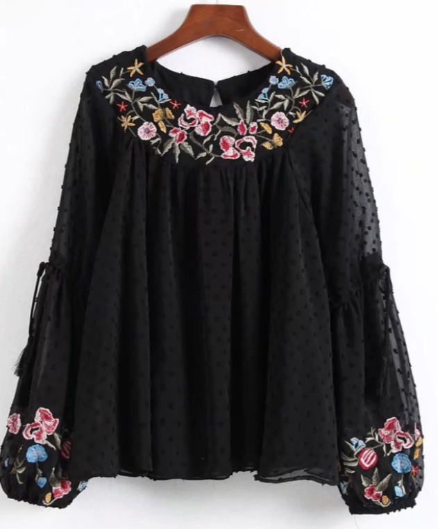 blouse she in - Des broderies partout
