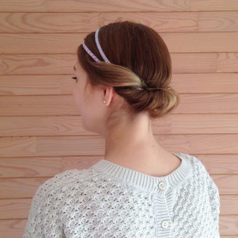 chignon coiffure headband 340x340 - Bien porter un headband