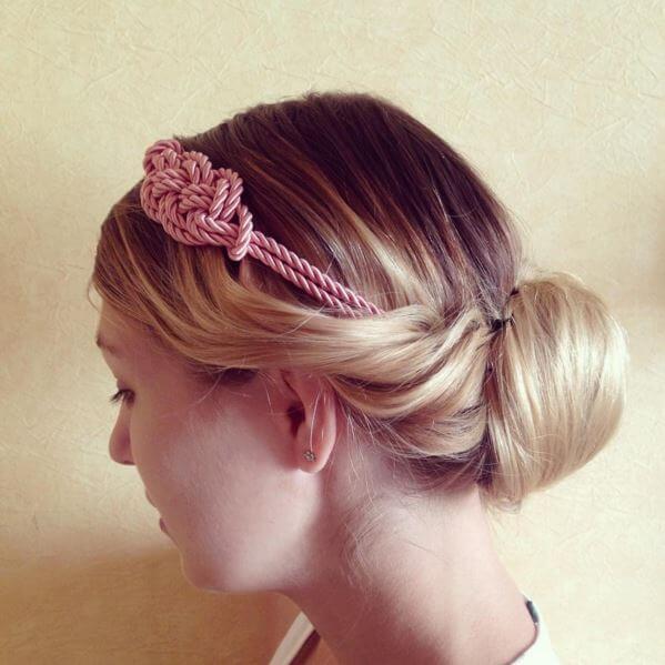coiffure chignon headband - Bien porter un headband