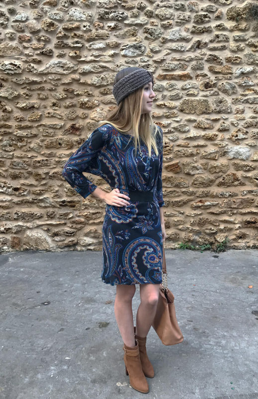 tenue robe bandeau8 519x800 - La jolie robe motif cachemire