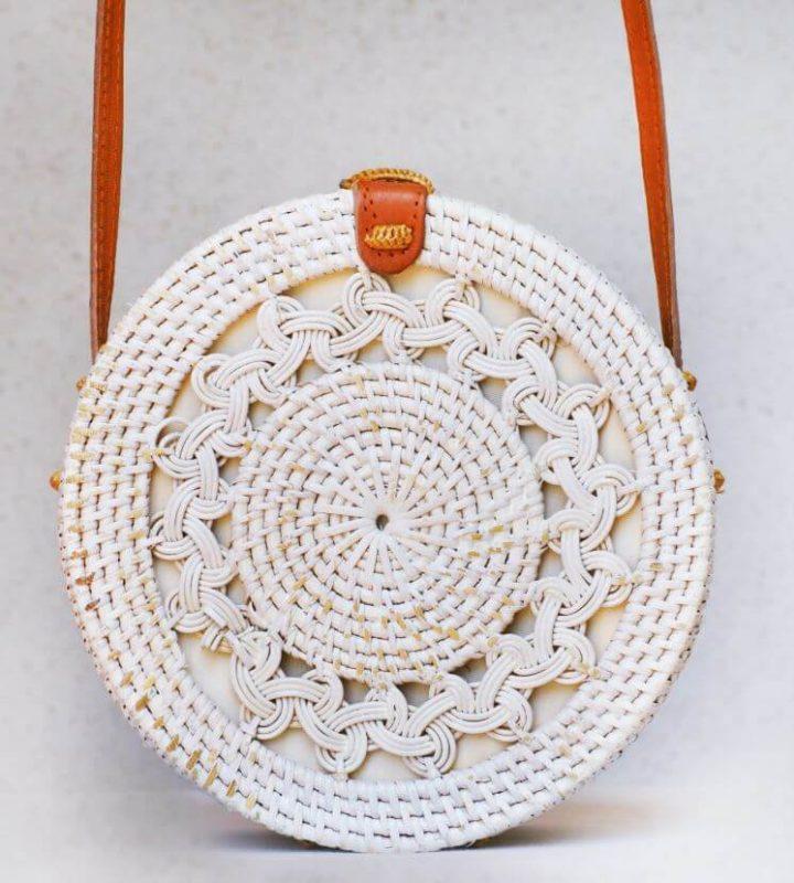 sac blanc détails kita dua 720x800 - Quand le panier remplace le sac à main