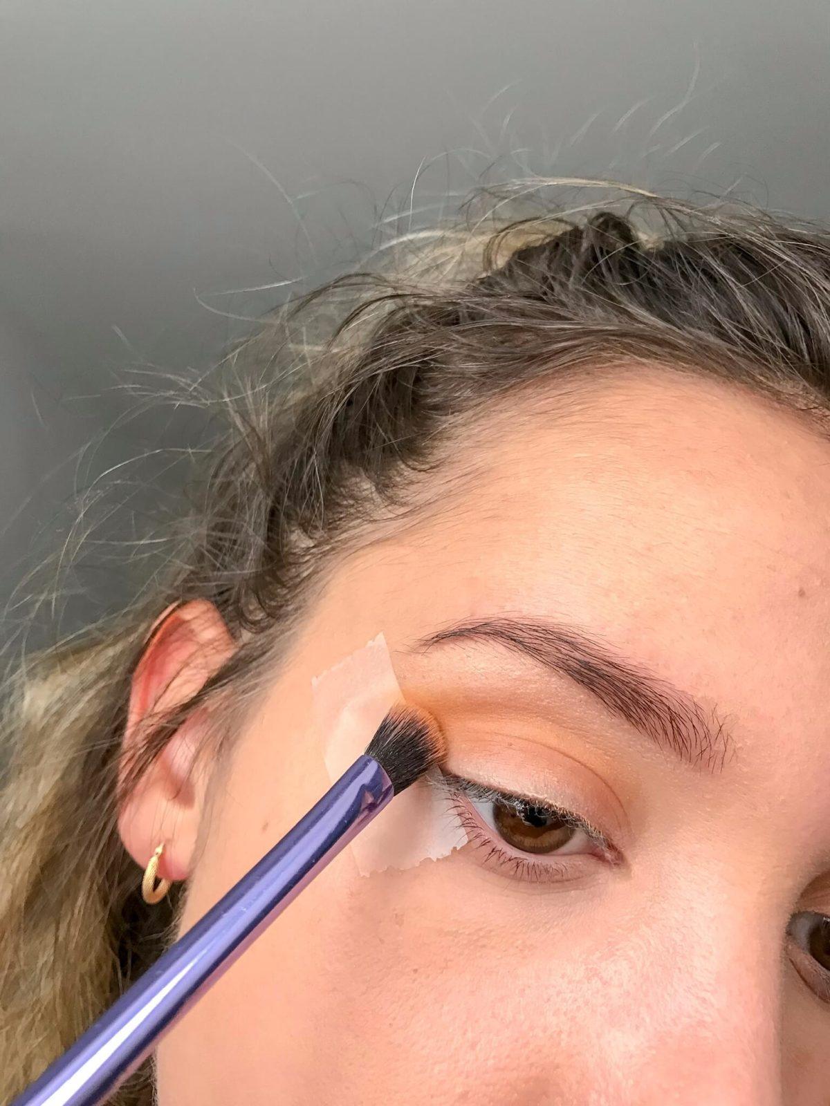 tuto makeup fetes etape 1 e1545416052572 1200x1600 - Un maquillage de fête avec Clara s'emballe
