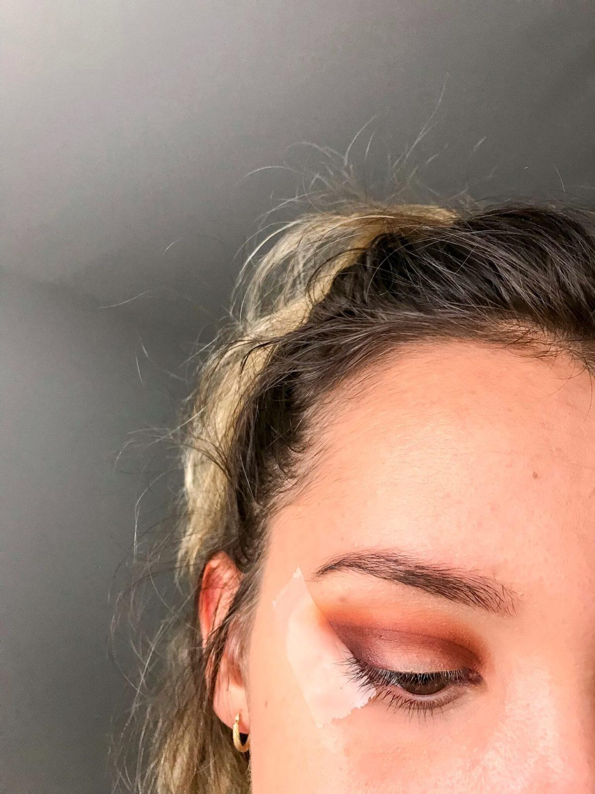 tuto makeup fetes etape 3 1200x1600 - Un maquillage de fête avec Clara s'emballe