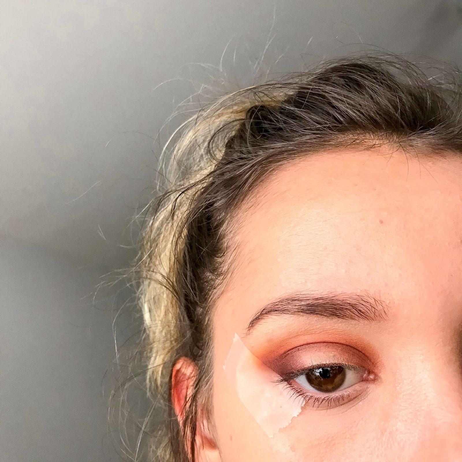 tuto makeup fetes etape 4 1600x1600 - Un maquillage de fête avec Clara s'emballe