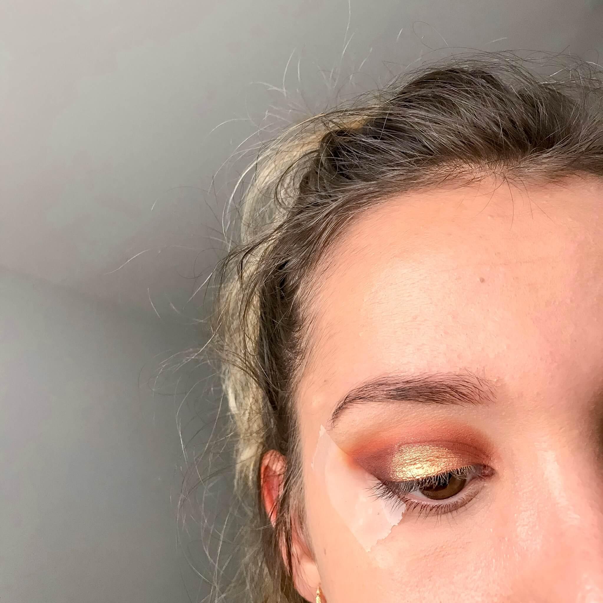 tuto makeup fetes etape 6 - Un maquillage de fête avec Clara s'emballe