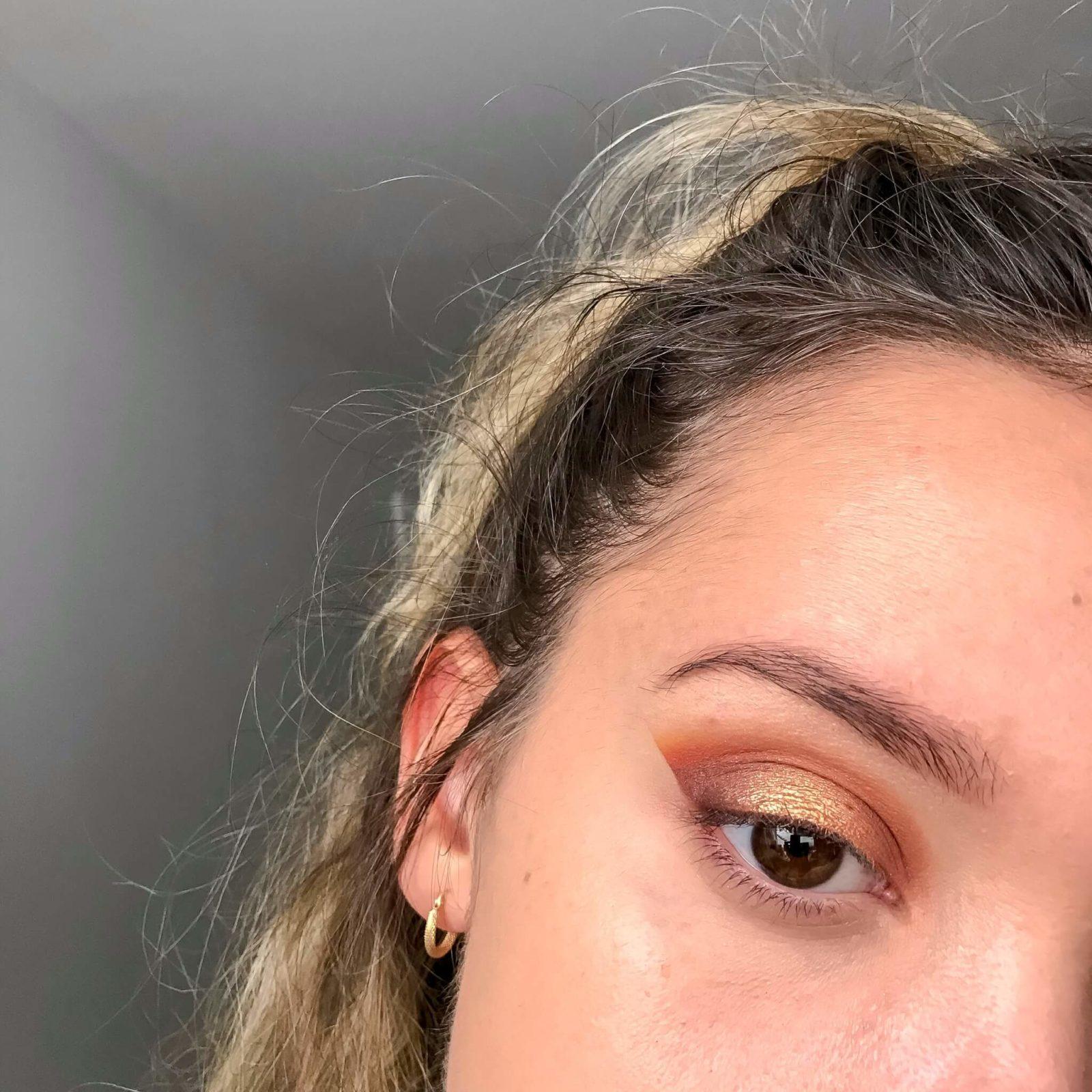 tuto makeup fetes etape 7 1600x1600 - Un maquillage de fête avec Clara s'emballe