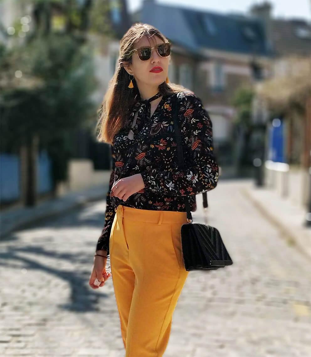blog tenue pantalon jaune top fleurs printemps - Du bonheur et de la couleur