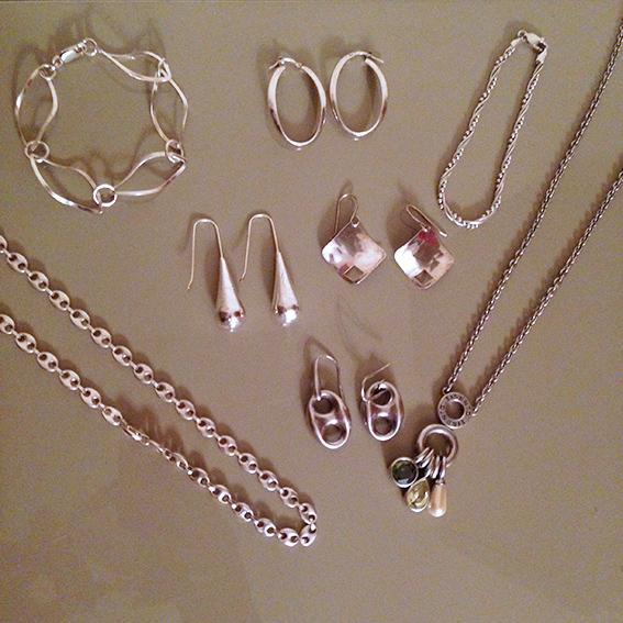 Nettoyer ses bijoux en argent 19 janvier for Astuce pour nettoyer des bijoux en argent