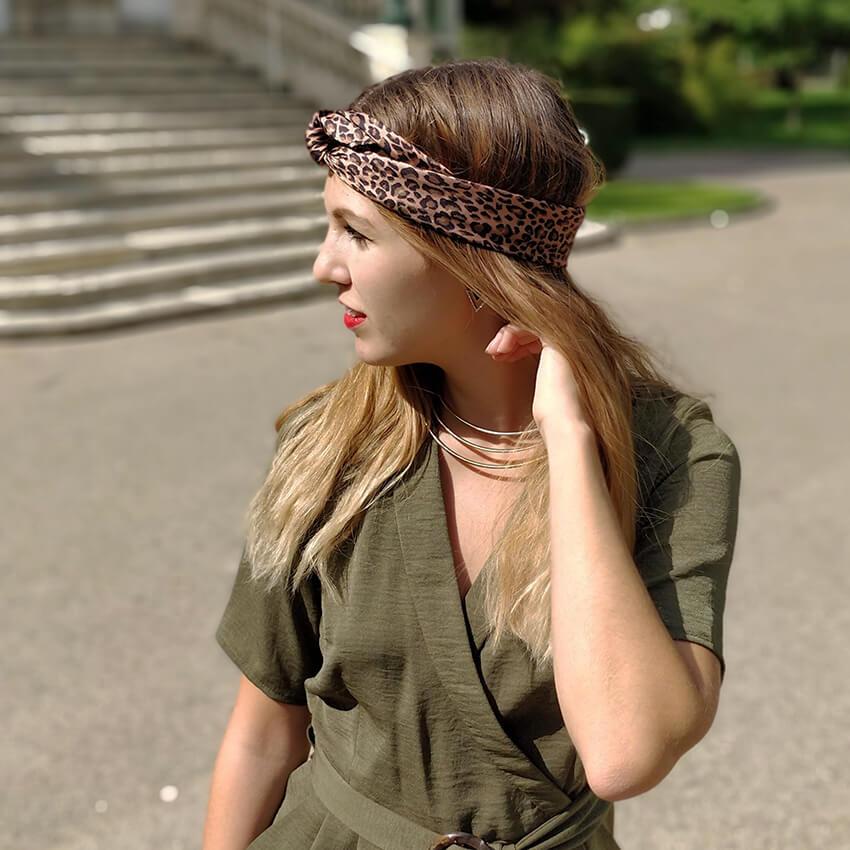 détails blog mode coiffure foulard tendance léopard - Profiter de l'été indien