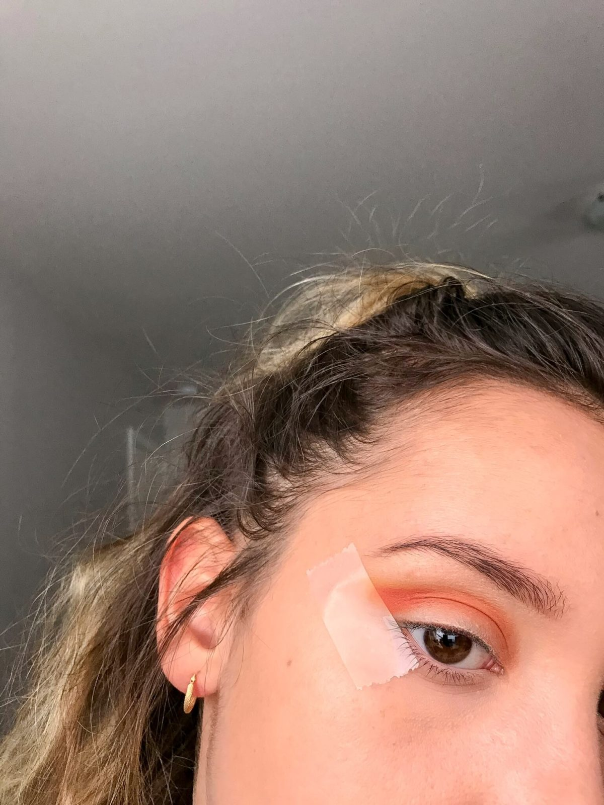 tuto makeup fetes etape 2 1200x1600 - Un maquillage de fête avec Clara s'emballe