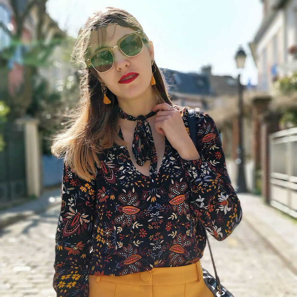 details tenue top fleurs lunette de soleil - Du bonheur et de la couleur
