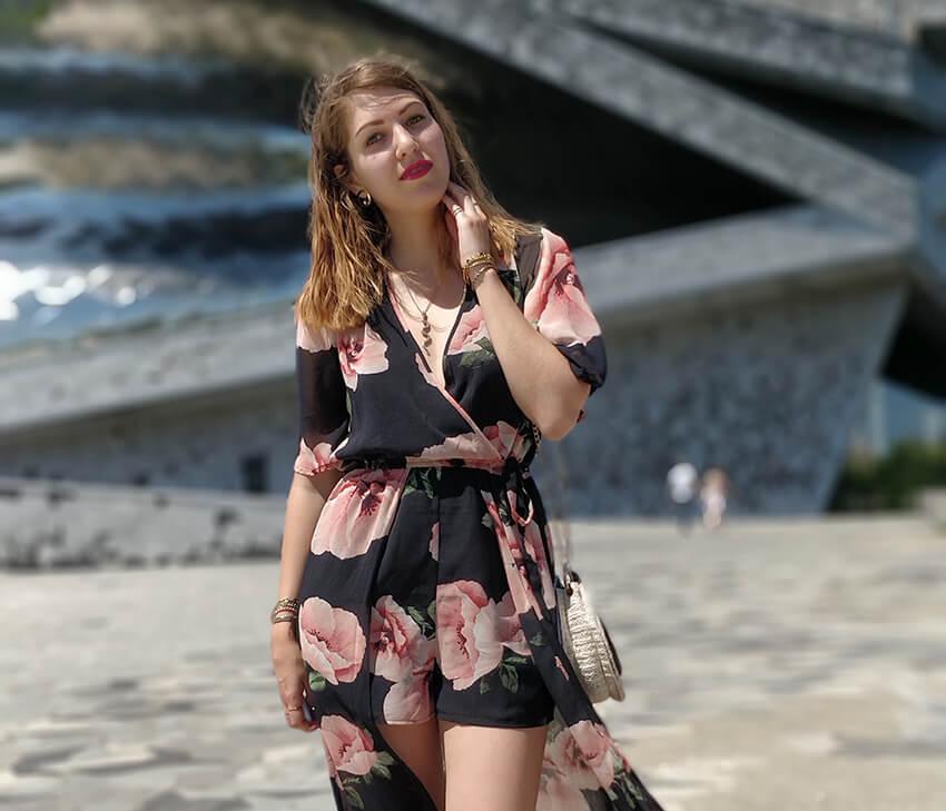 tenue blog mode robe short fleurs 1 - Robe longue ou short : pourquoi choisir ?
