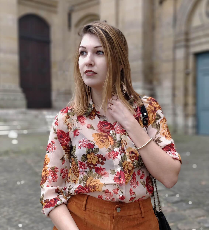 blog 19 janvier portrait chemise fleurs - L'amour des shorts en hiver